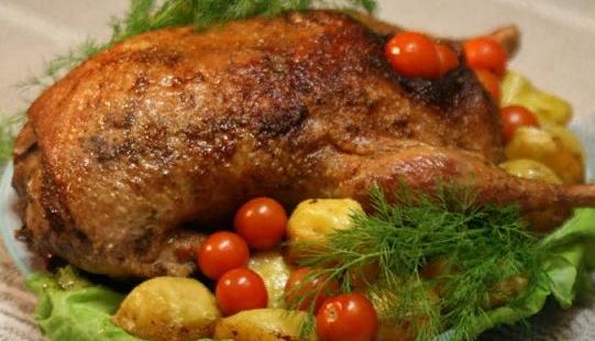 Как приготовить сочного гуся в духовке: секреты и рецепты