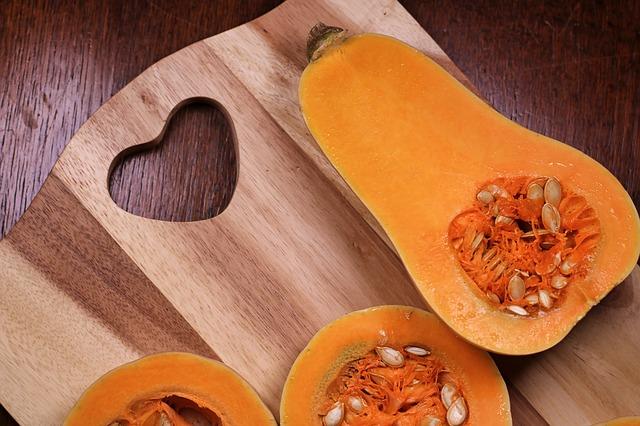 Мякоть тыквы превосходно можно употреблять в сыром виде