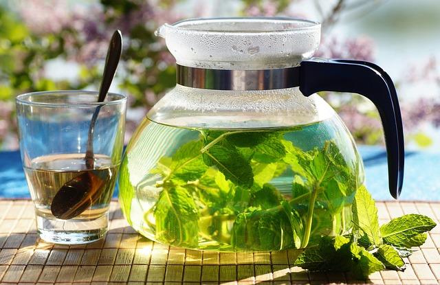 Мятный чай обладает охлаждающим или обезболивающим эффектом