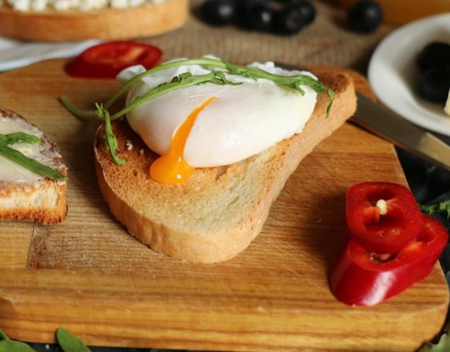 Тост с яйцом пашот