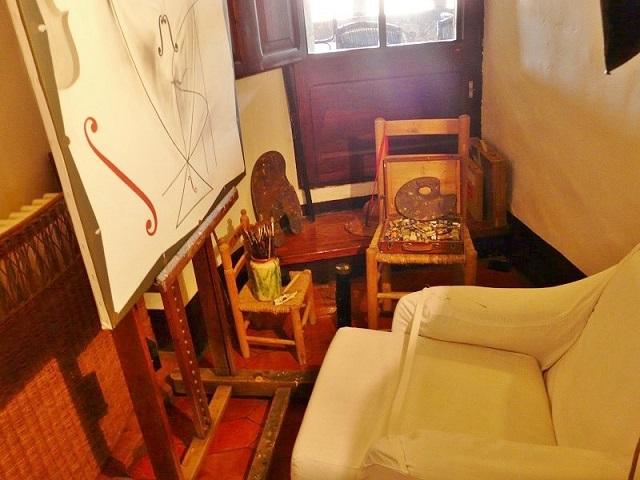 Комната Сальвадора Дали с мольбертом