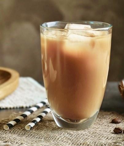 Холодный напиток на основе холодного кофе и молока