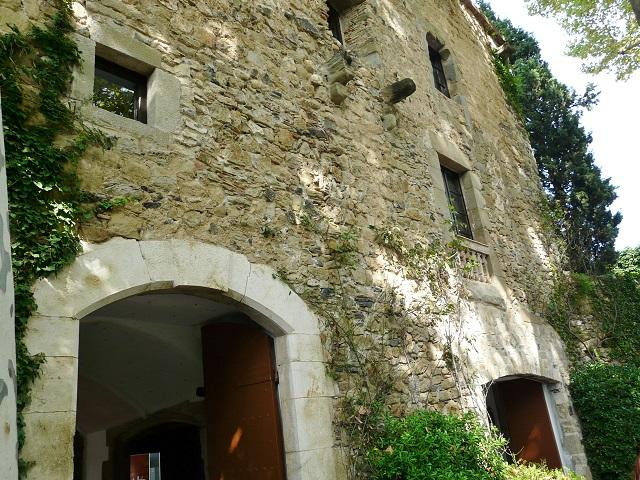 Средневековый замок Пуболь