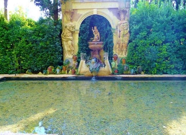 Бассейн в замке Пуболь