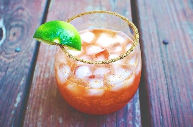 Лимонад на основе крепкого алкоголя и чая