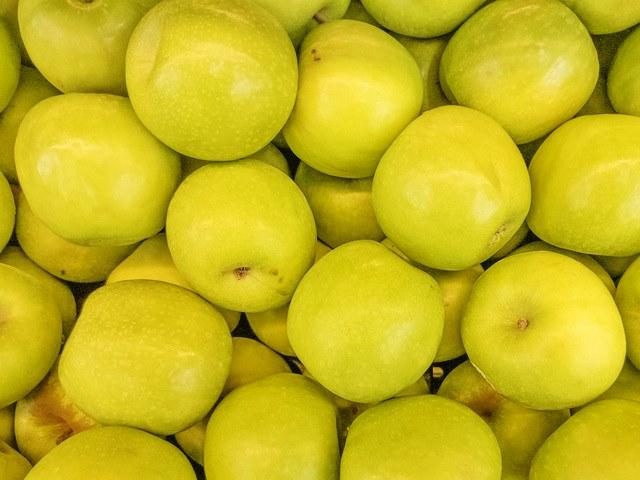 Пектин в желтых яблоках способствует очищению кишечника