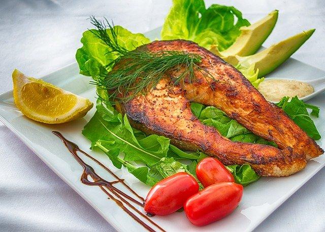 Как приготовить стейк лосося на сковороде быстро