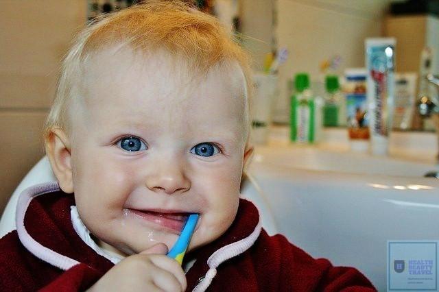 Как правильно ухаживать за зубами грудного ребенка